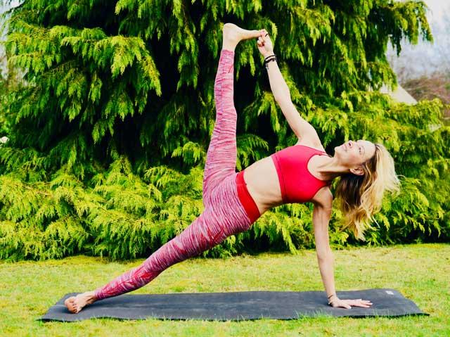 atelier-yoga-paris-souplesse-vasistasana
