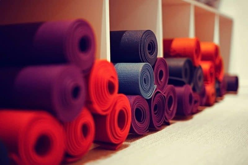 routine ayurvédique - pratique des asanas de yoga