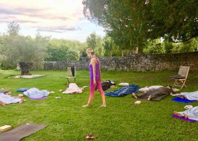 retraite-yoga-cahors-stage-yoga-domaine-de-labarthe-stephanie-billard