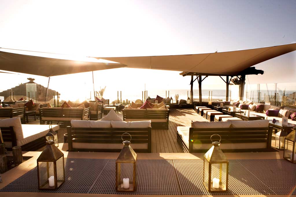retraite yoga à Agadir au Maroc - stage de yoga intensif à Taghazout paradis plage - massage sur la plage
