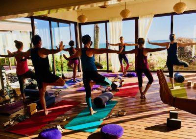 Stephanie billard - Yogaline- posture de l'arbre - tree taghazout maroc