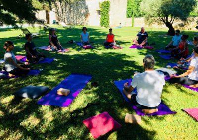 retraite-yoga-cahors-stage-yoga-intensif-été-domaine-de-labarthe-groupe