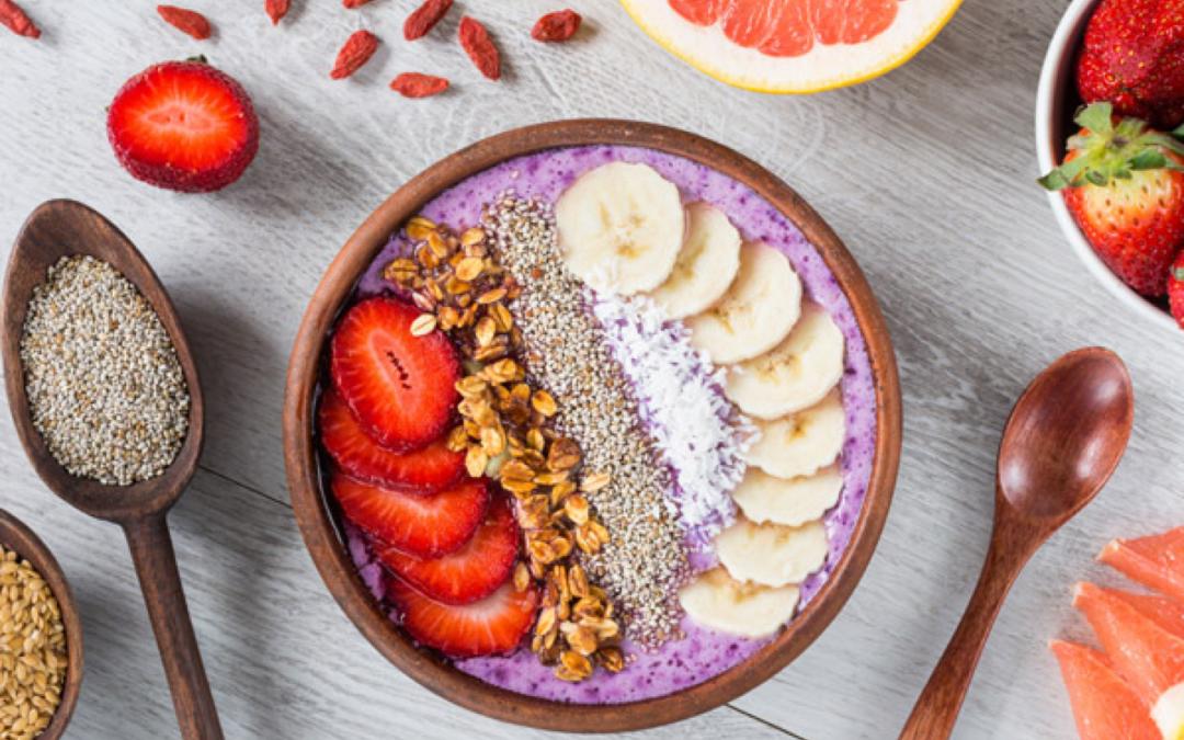 Açaï Bowl : 2 recettes healthy, gourmandes et ultra faciles à réaliser