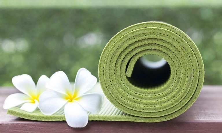 pratique-perso-yoga-avec-un-bon-tapis-de-yoga