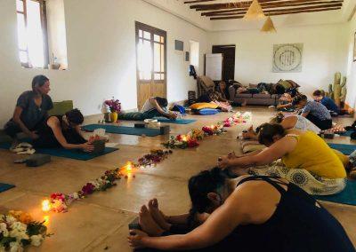retraite stage yoga jeune - postures de yoga avant