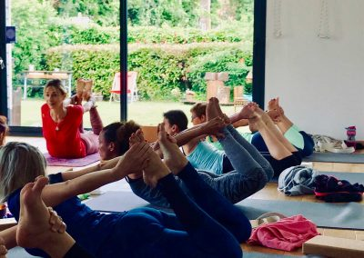 Stage yoga detox en NOrmandie - weekend end yoga et méditation détox baie de somme - postures de yoga de groupe