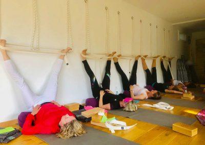 Stage yoga detox en NOrmandie - weekend end yoga et méditation détox baie de somme - postures de yoga de groupe