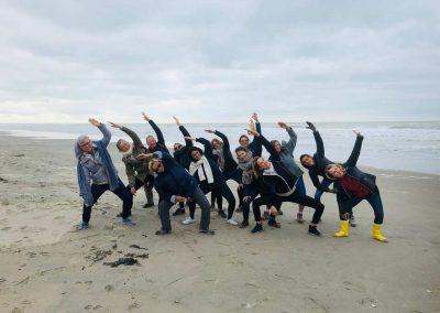 Stage yoga detox en NOrmandie - weekend end yoga et méditation détox baie de somme - groupe de yogis français sur la plage