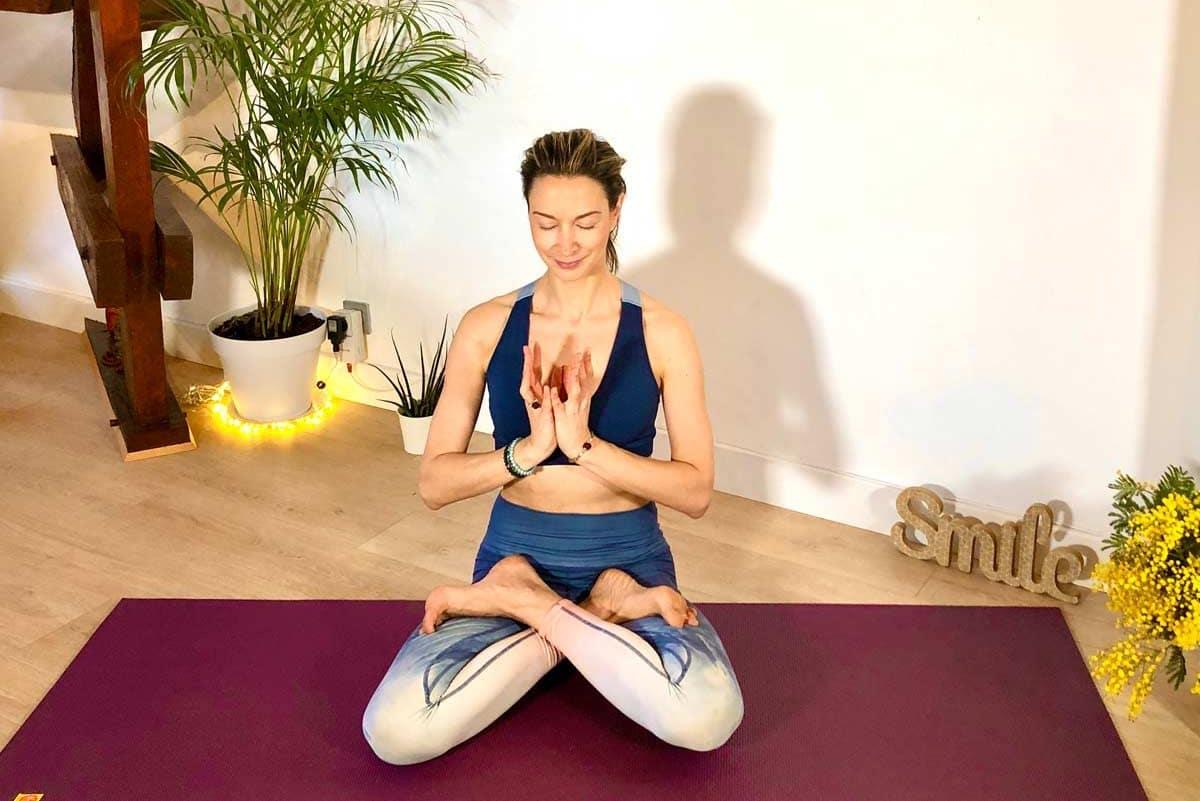 atelier-yoga-en-ligne-CYCLE-YOGA-AYURVEDA--LES-5-ELEMENTS-se-connecter-a-la-terre